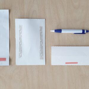Förpackningar med dubbelhäftande tejper